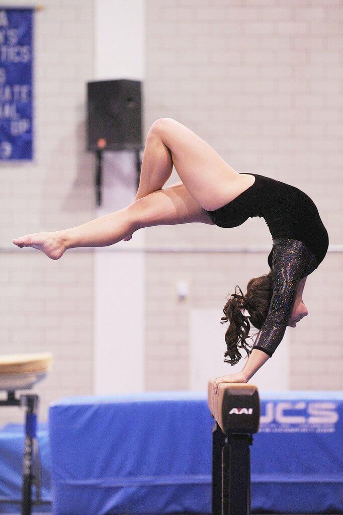 Gymnaste sur poutre