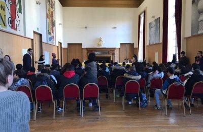 Les délégués collégiens de la ville d'Ivry se penchent vers la citoyenneté